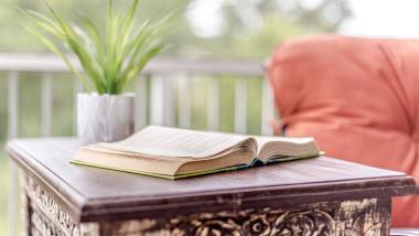 Leer más, vivir más: beneficios de la lectura para los mayores - Salud