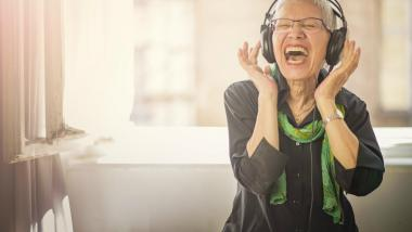 ¡Sube la volumen! Cómo influye la música en la calidad de vida de las personas mayores - Salud