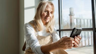 Los beneficios de los teléfonos inteligentes para personas mayores - Sociedad, Envejecimiento